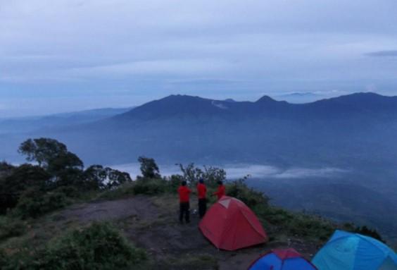 Estimasi Biaya Mendaki Gunung Cikuray Garut