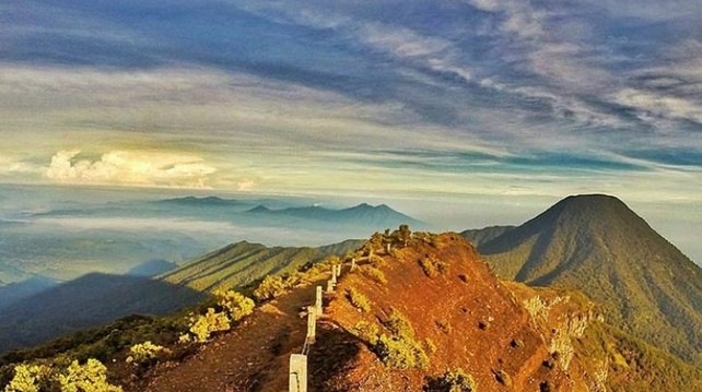 Deretan Gunung di Bogor Yang Siap Kamu Explore