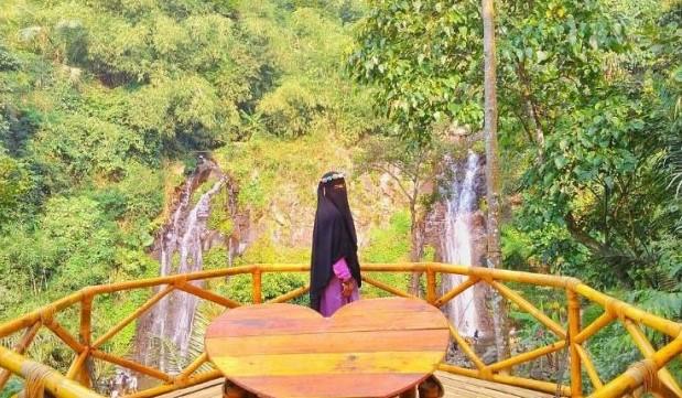 Air Terjun Pengantin Pesona Indahnya Alam Ngrambe Ngawi